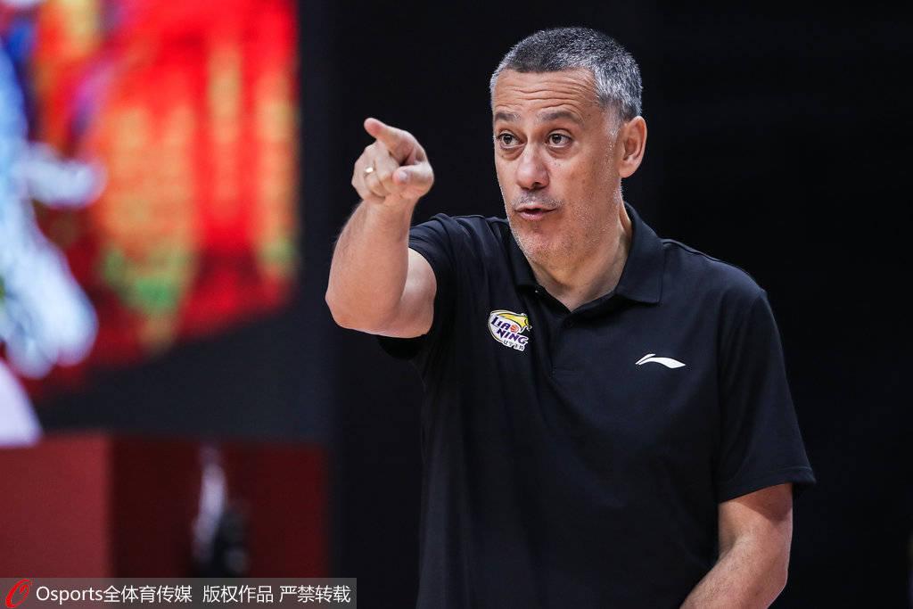 马丁内斯赋予辽宁成功蜕变 将团队篮球执行到底