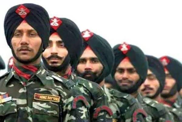 为啥印度士兵宁花30分钟裹头巾, 也不愿戴钢盔?