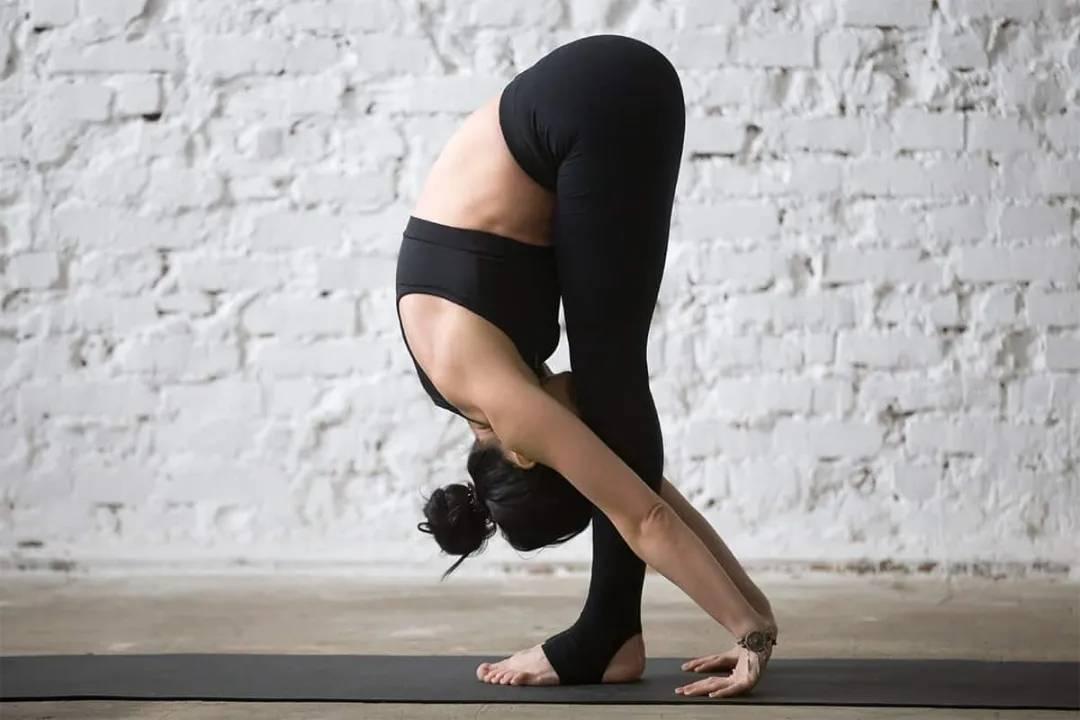 臀平,下垂,还凹陷?教你7个自重训练体式,每天半小时练出翘臀_臀部