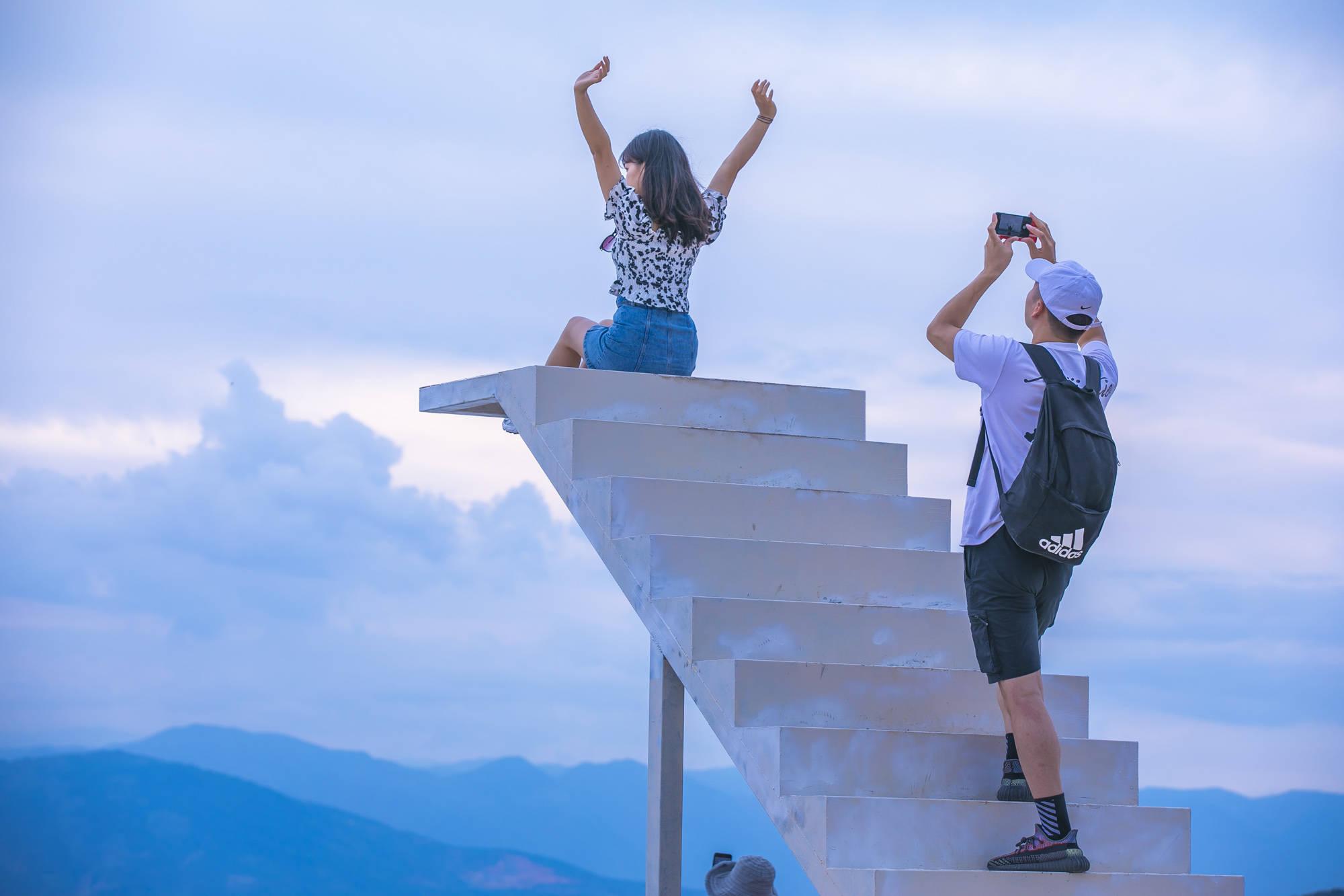 大理最火的网红观景台,就在洱海边,游客拍照收费,你觉得贵吗?