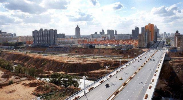 山西省非常有钱的城市,GDP达4000亿元,却连一座高铁都没修