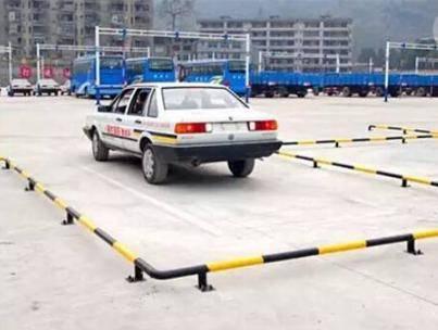 压线和中途停车是第二门课不及格的主要原因 科目二踩场