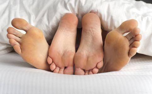"""严肃奉劝男人们:这4种行为做多了,会""""缩短""""女性子宫的寿命!"""