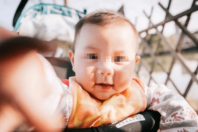 出生三个月的宝宝,纯人工喂养出现厌奶,可以吃辅食吗?