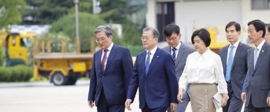 """原创64岁金正淑穿半身裙访问泰国!韩国""""第一夫人""""实力展现东方美!"""