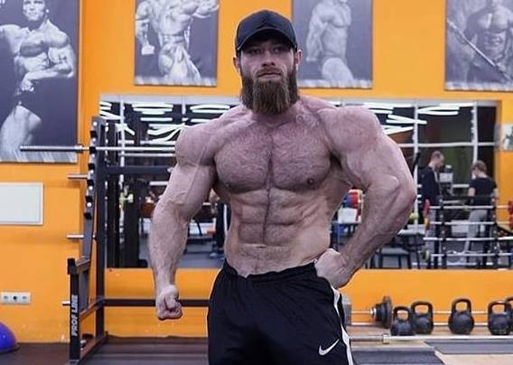 他们都是20多岁的肌肉男,在力量与块头面前颜值算什么?