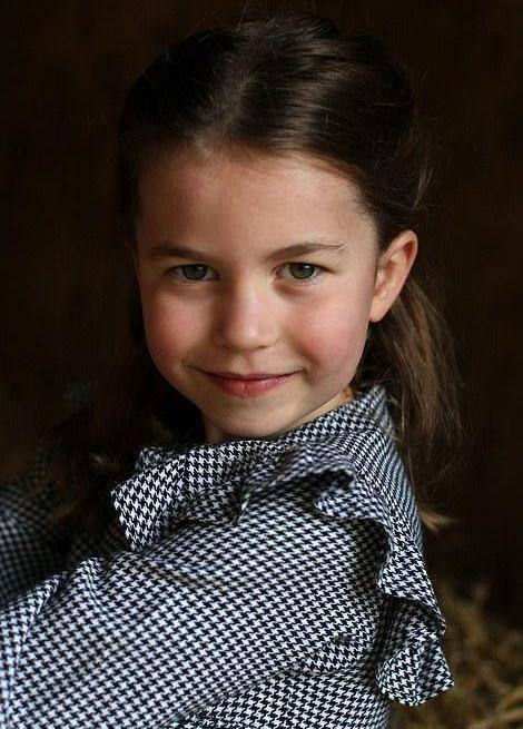 凯特带三娃看望英女王!时隔5个月首次团聚,女王却最思念小阿奇