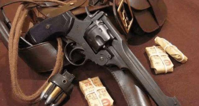 Nagan M1895左轮手枪可以配备消音器 马卡龙