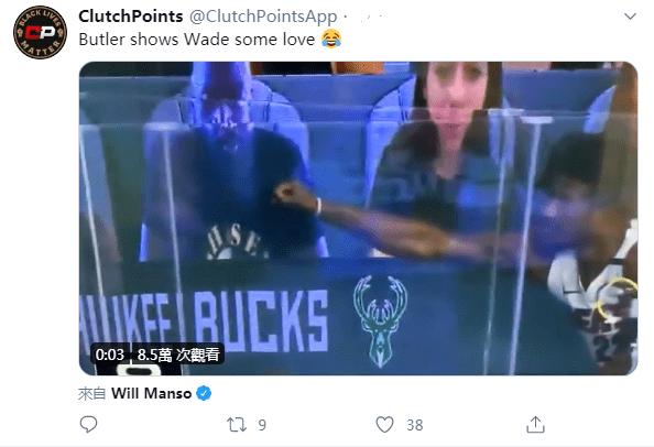 【影片】熱火新領袖和老大哥互動!韋德出現在觀眾席上,Butler上去與其擊掌卻慘遭「無視」!-黑特籃球-NBA新聞影音圖片分享社區
