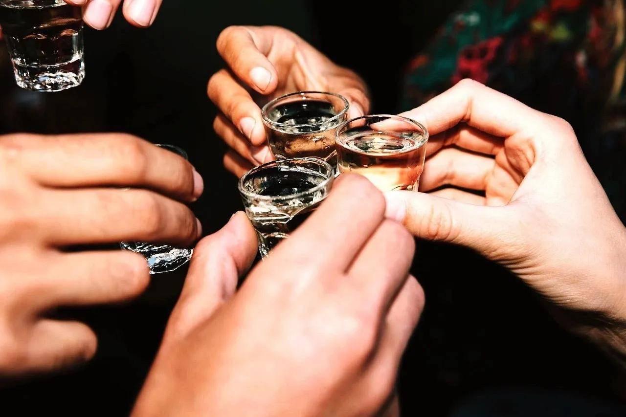 每天适量饮酒,对身体健康有益?终于有摄生专
