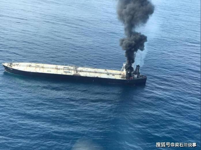 在接到求助警报后停靠在当地的两艘俄