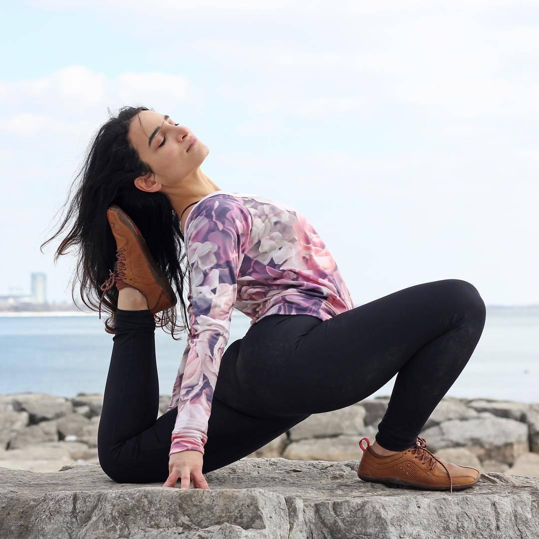 推荐7个瘦腰体式,每天30分钟,减掉多余脂肪紧致腰腹曲线_地面