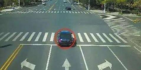 开车黄灯过马路违章吗
