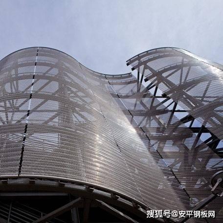 幕墙铝板网在修建行业的使用效果
