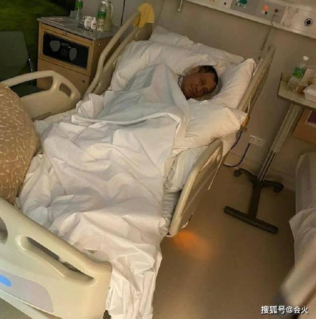 武打港星自曝患肺癌,病床照面露憔悴骨瘦如柴