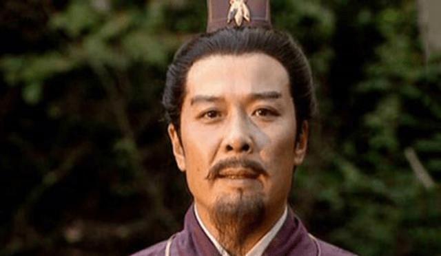 在此期间,刘备已超过40岁,而关羽和张飞比诸葛亮年长几岁 诸葛亮对