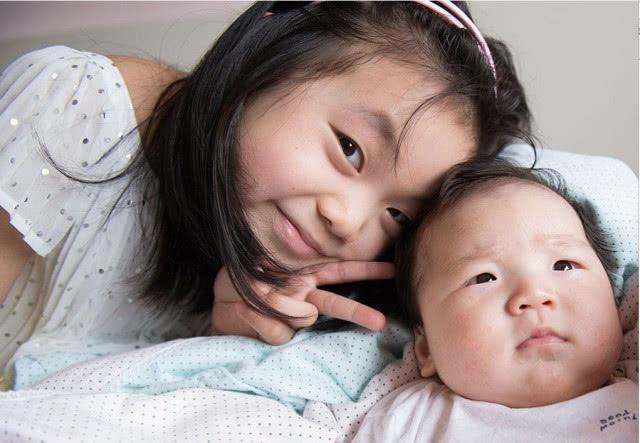 二胎年龄差大于10岁,会有意料之外的惊喜,独生子女家庭表示羡慕