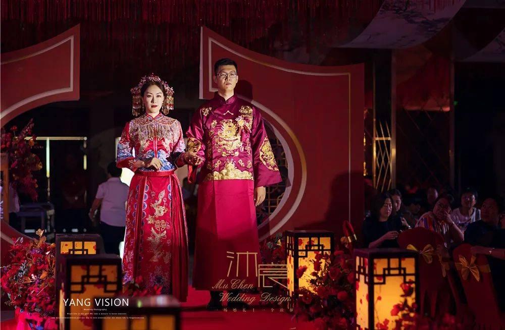 一场红色中式婚礼如同耀眼的光芒,一起共赴十里红妆