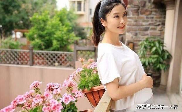 晒晒凤凰传奇玲花的豪宅,装修跟她歌风格很相似,同样充满民俗风