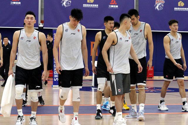 上海男篮进行了很多大手笔的引援