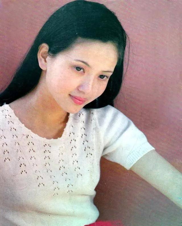 为爱守寡13年,从江南第一佳丽到母亲业余户,她的美从不败光阴(图13)
