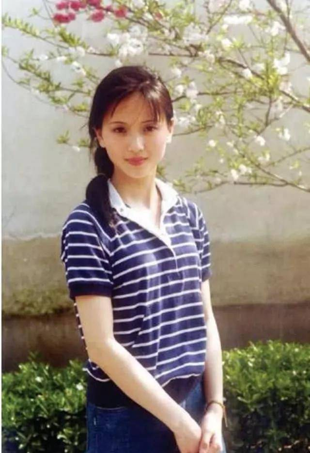 为爱守寡13年,从江南第一佳丽到母亲业余户,她的美从不败光阴(图1)