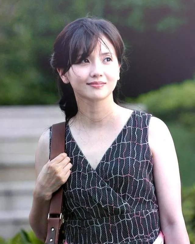 为爱守寡13年,从江南第一佳丽到母亲业余户,她的美从不败光阴(图12)
