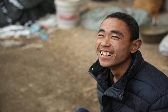 """河南小伙先天残疾,靠养猪摆摊买车轮""""腿"""",愿望:可以结婚购车"""
