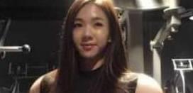 """韩国小萝莉迷上健身 为打造完美身材活活练成了""""金刚芭比"""""""