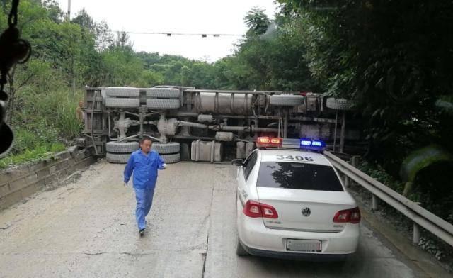 为什么大卡车宁愿撞车也不要变道?