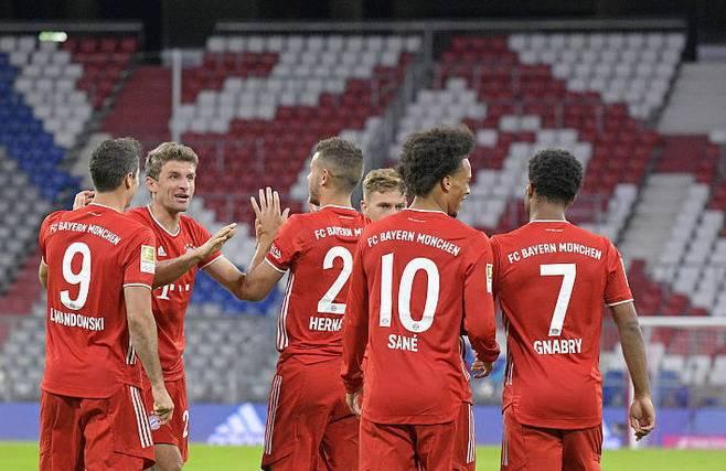 欧洲超级杯拜仁PK塞维利亚名单出炉,莱万+穆勒等首发,CCTV5直播