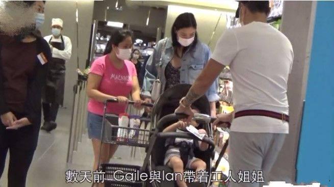 乐基儿一家逛超市,吊带裙搭牛仔外套,身材壮的没女人味!