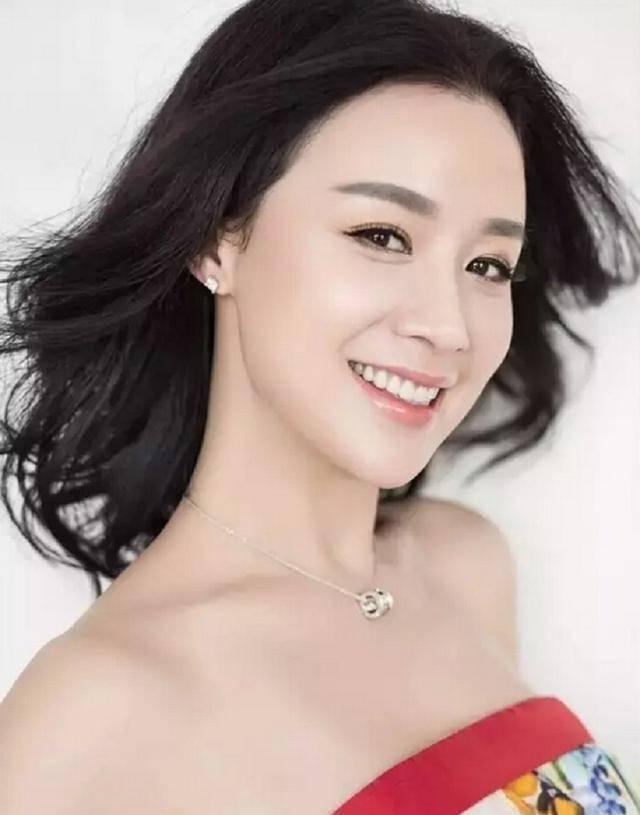 著名女星姚芊羽:成长于单亲家庭,今41岁与母亲一起快乐单身