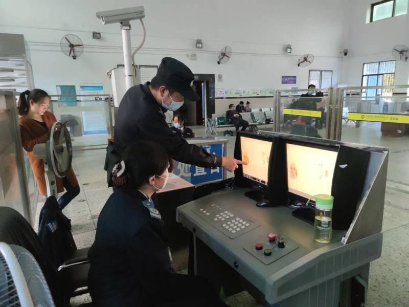 会同该所开展安全检查和危险军事训练,确保游客安全。 会同高