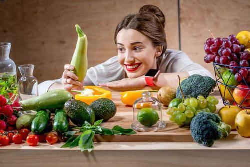 这几种常见的果蔬,内部很可能藏有虫子、毒素,最好别端上餐桌