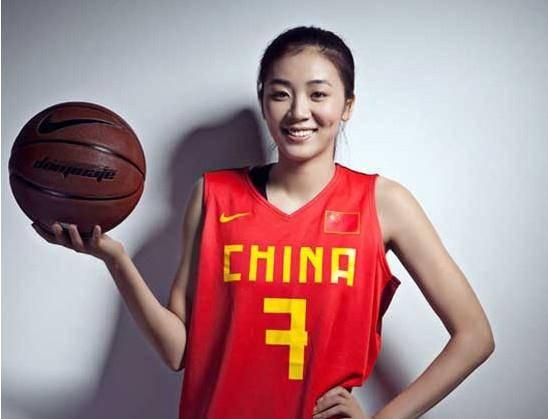 篮球女神赵爽近况:科比曾夸她漂亮,库里曾偷瞄她,28岁至今单身