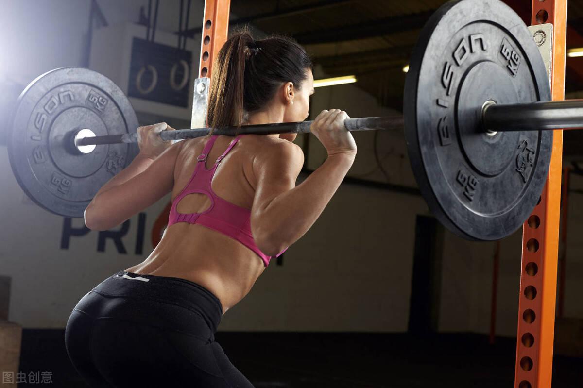 如何选择合适的深蹲训练,打造强壮的下肢呢?