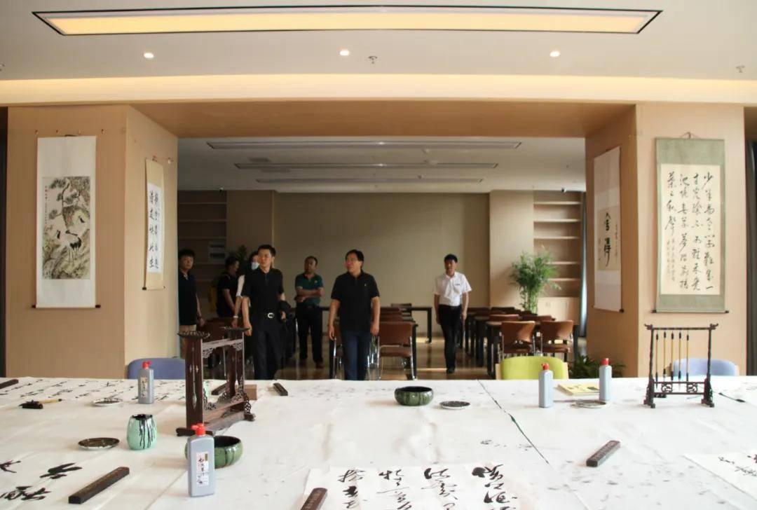 中国中小城市发展委员会执行会长赵滑濮一行深入我园开展实地调研