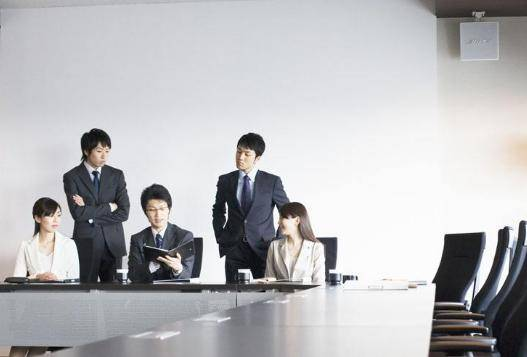 会前、会中、会后 在准备、召开、闭幕、商务会议中 需要注意哪些服务礼仪方面