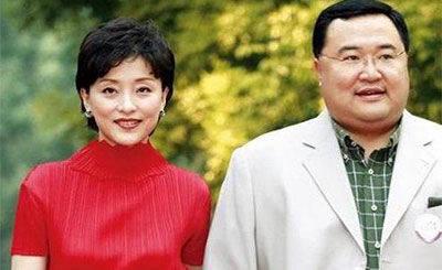 他其貌不扬却娶了央视最美的女掌管,身价上亿,伉俪恩爱24年(图4)