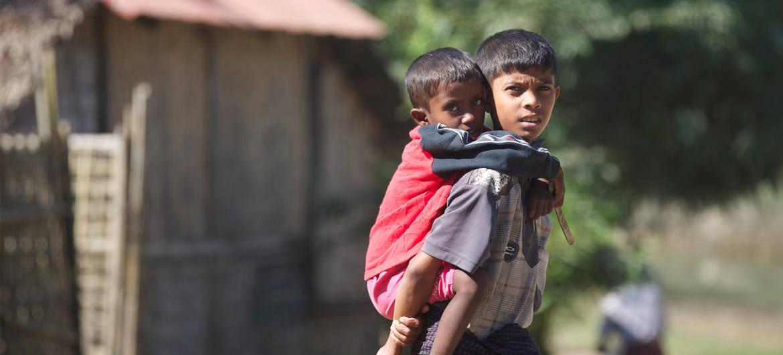 """新英体育网:缅甸:两个男孩在为政府军""""开路""""时死去 他们感到震惊和悲伤"""