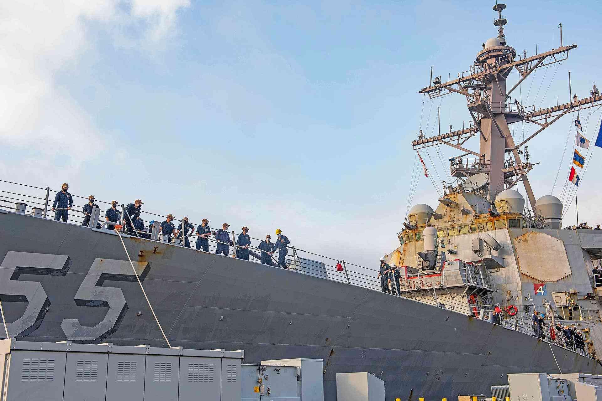 原创   美海军驱逐舰创下纪录,航行215天不靠岸,相控阵雷达锈迹斑斑    第4张