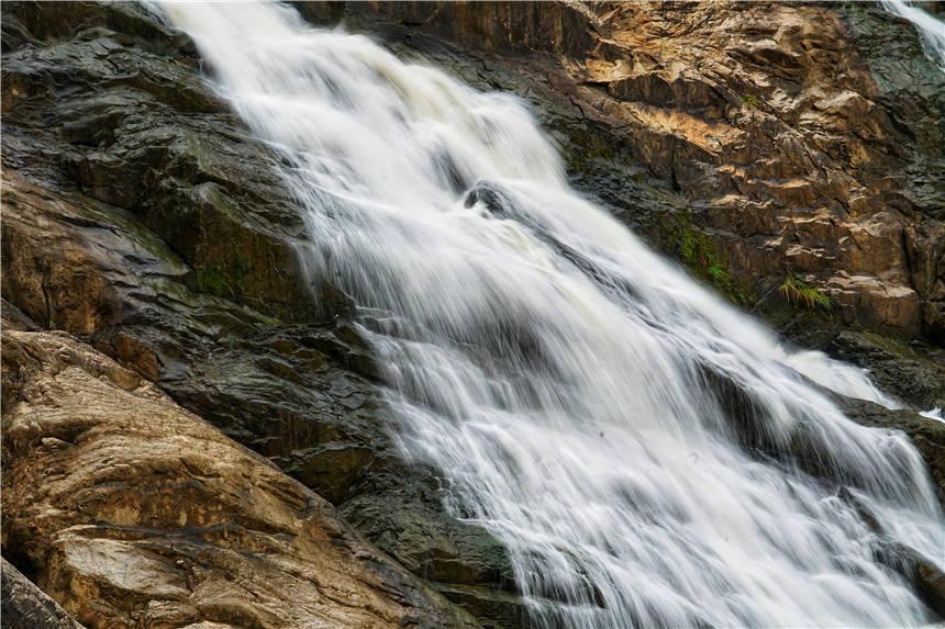 原创             福建最美瀑布,隐藏在宁德峡谷中,气势磅礴,可与黄果树瀑布媲美