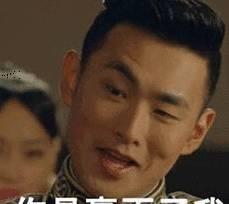 开玩笑,小明在课堂上玩手机被老师发现了。 小