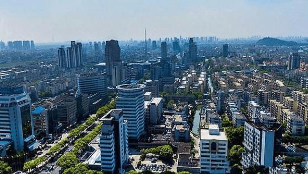 """江苏gdp排名2018_江苏""""最富有""""的县城,全国排名第一,GDP远超许多国家"""