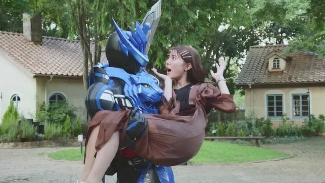 假面骑士saber:伦太郎英雄救美,网友感叹:女主又是二骑的了