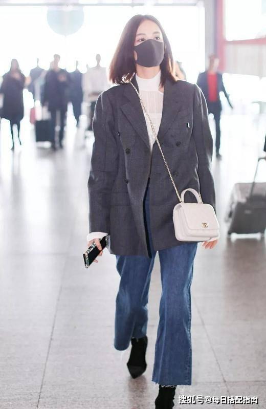 """最近火了一种穿法:""""小西装+牛仔裤"""",简约随性又不失优雅知性"""