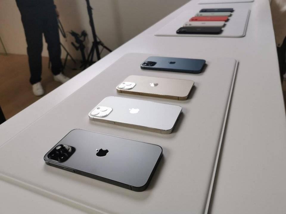 上海移动客户抢先体验iPhone12真机!
