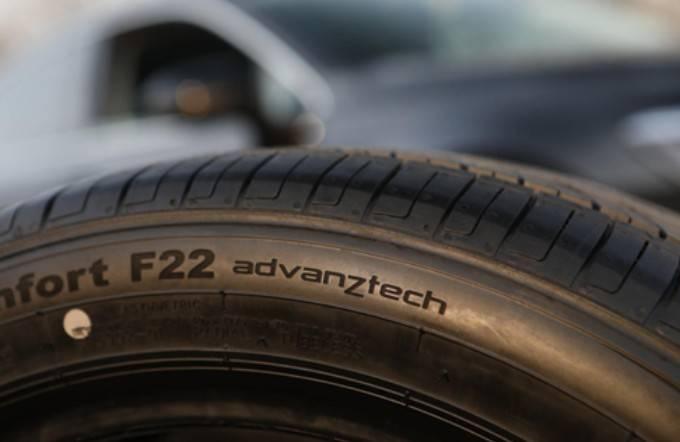 轮胎:安静的时候,《余》参见安慰F22