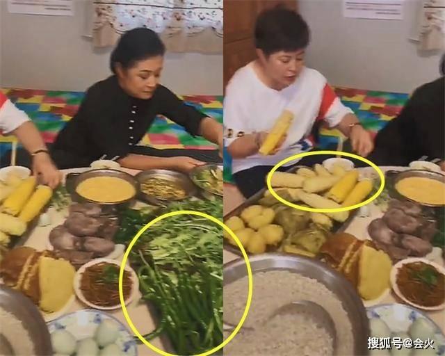 于月仙坐炕桌吃饭,满桌生绿叶菜和杂粮